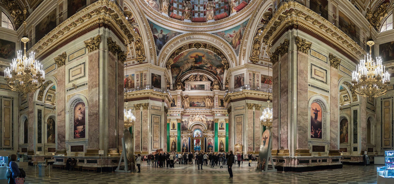 The interior of St. Isaac's Cathedral Ximeg / Wikicomons