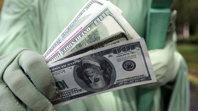Putin S Dollar Dump Costs Russia 8bln