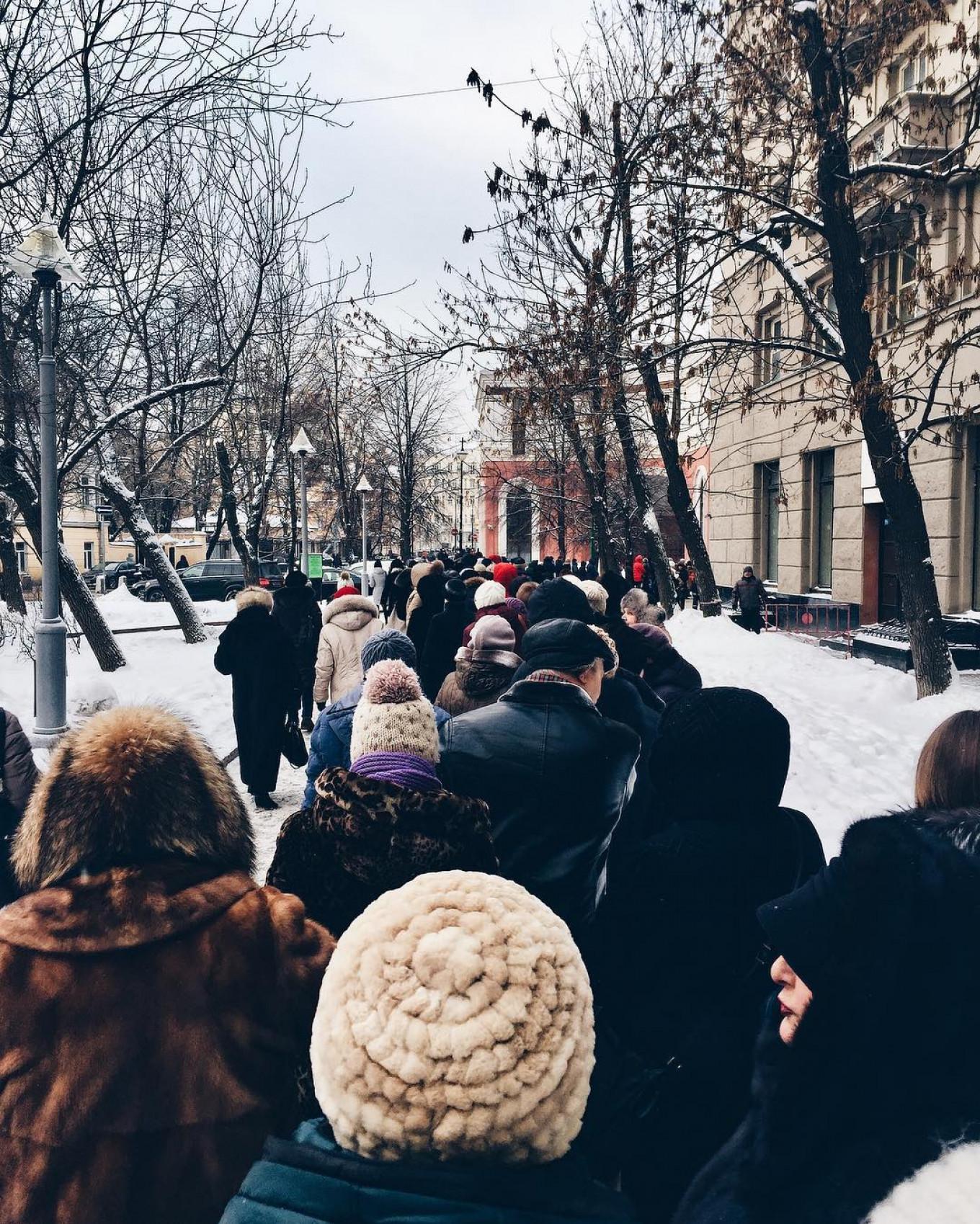 Lining up outside the Tretyakov Gallery. Dec. 15, 2016 Anton Gorodetsky / Instagram