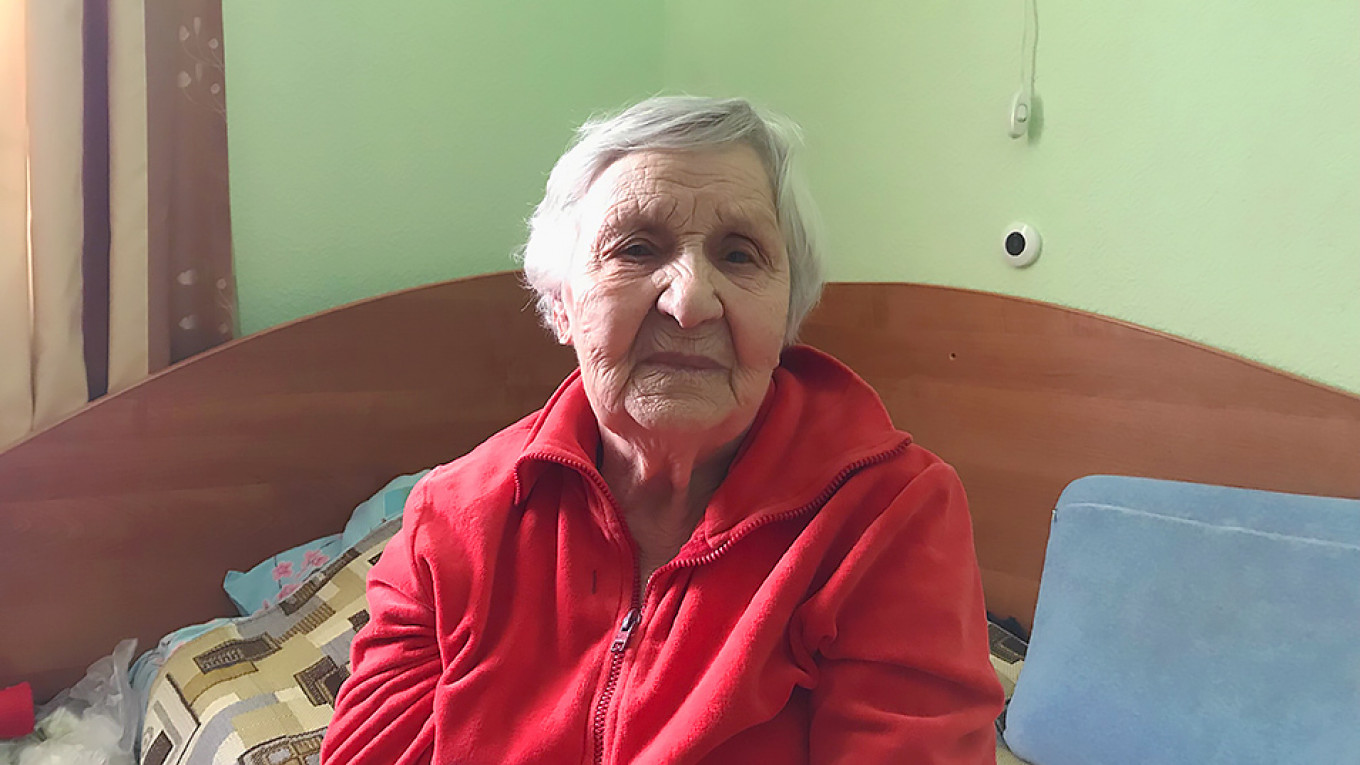 Lydia Kondrashova. A study this year found that seven million elderly Russians live alone and that 22 percent work past their retirement ages out of fear of loneliness.  Evan Gershkovich / MT
