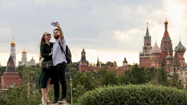 Russia Emerges From Coronavirus Quarantine, in Photos