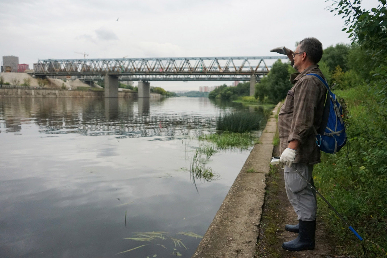 Ozharovsky worries that radioactive dust will slide into the Moscow River during construction. 				 				Héloïse Bargain / MT