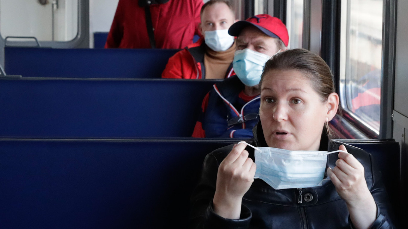 Russian Mayor Urges Kicking Maskless Passengers Off Public Transit – The Moscow Times