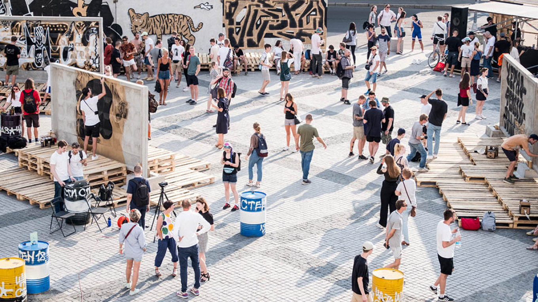 The Manege courtyard became one huge artist studio / Mike Vilchuk