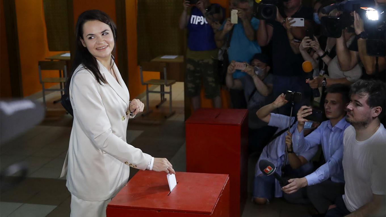 Challenger Demands Lukashenko 'Hand Over Power' After Election Crackdown