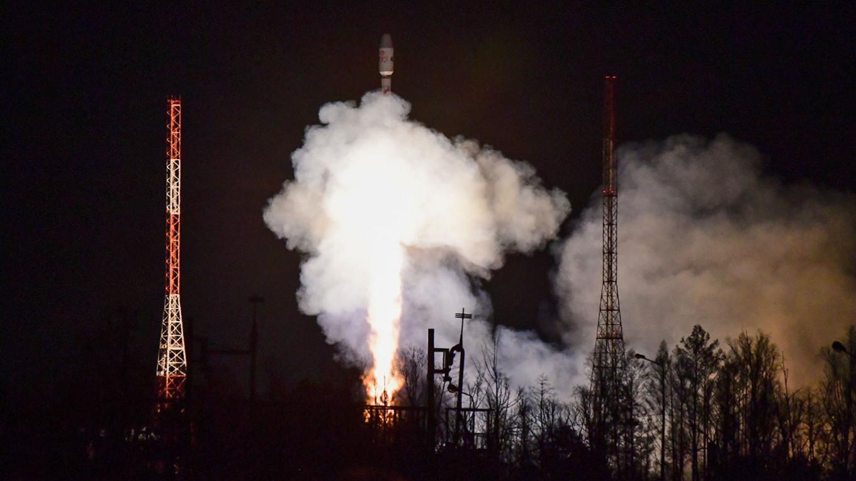 Russian Soyuz Rocket Launches 36 New U.K. Satellites