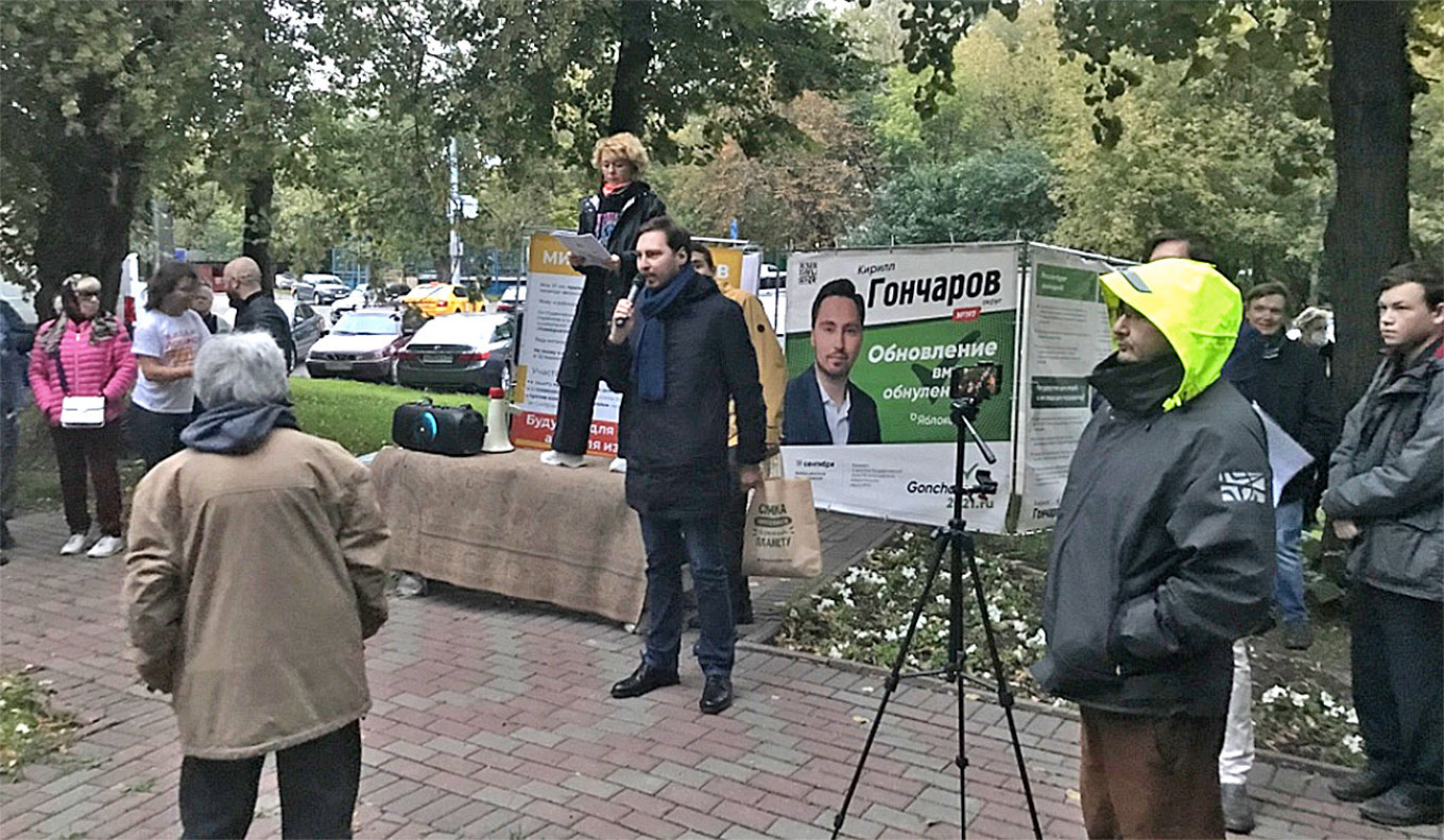 Yabloko candidate Kirill Goncharov at a joint rally in opposition to a new road construction project. Felix Light / MT
