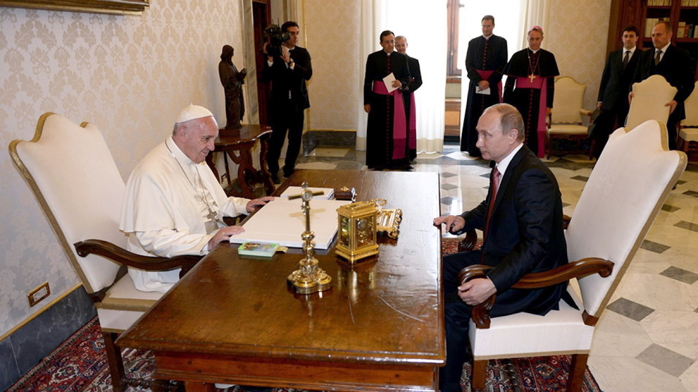 Putin Meets Pope Francis In Shadow Of Ukraine Crisis Arrives Late The Moscow Times