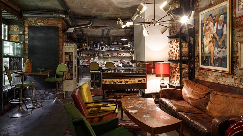 Antiquarny Boutique & Bar
