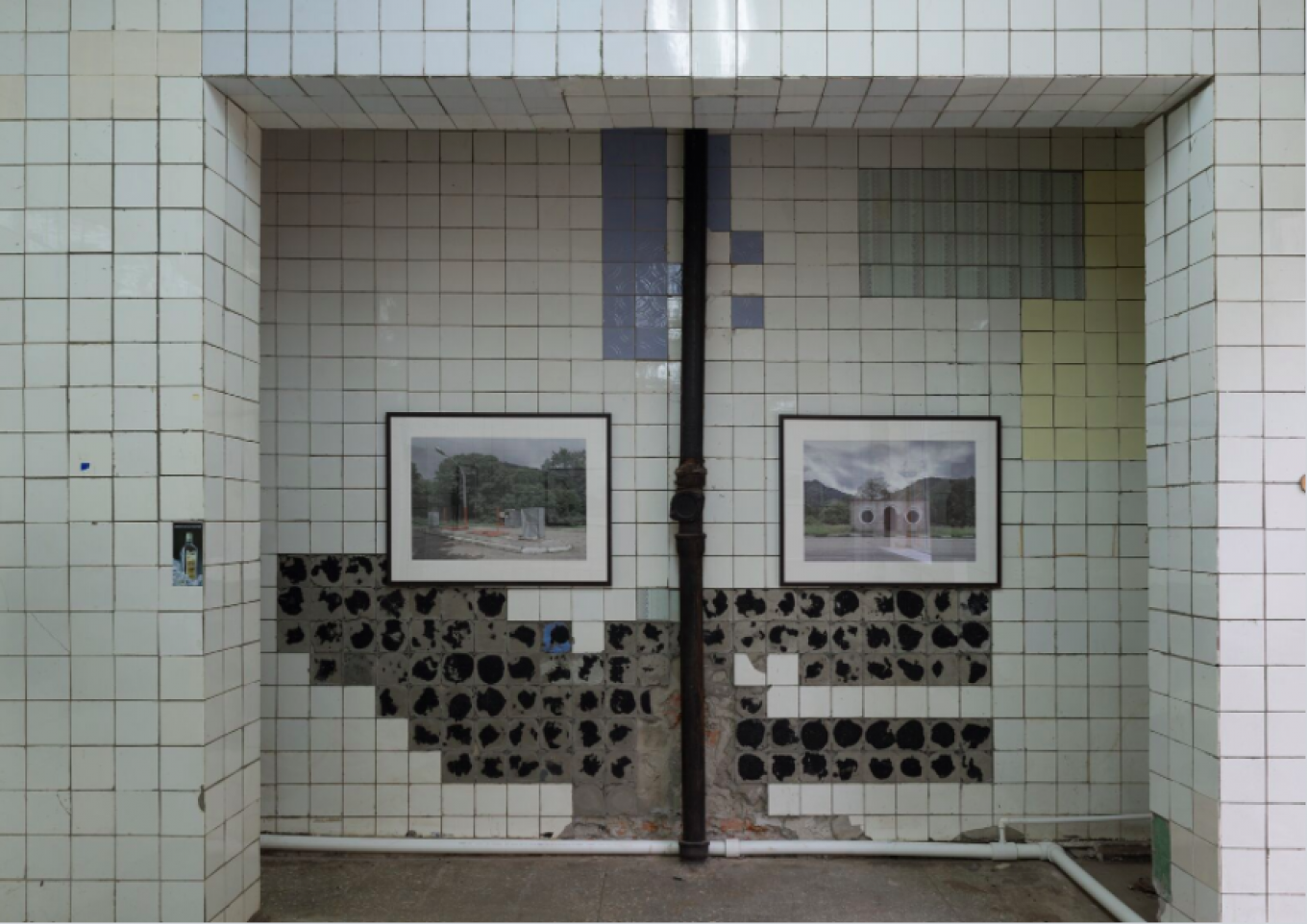 Yury Palmin chose to exhibit his architectural photographs in a disused grocery store. Art Management