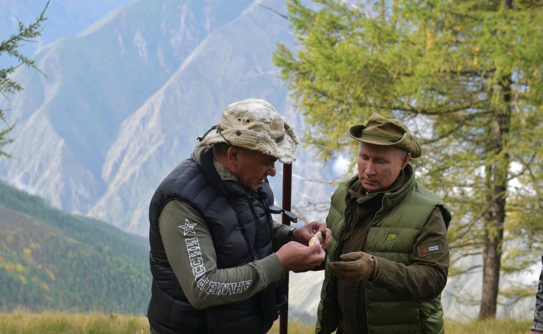 President Vladimir Putin and Defense Minister Sergei Shoigu. Kremlin.ru
