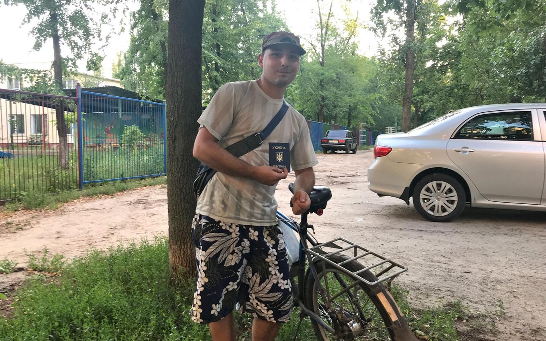 Donbas native Dmitry Yaroshenko holding his now-renounced Ukrainian passport. Felix Light / MT