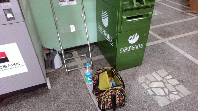 "Krasnoyarsk's ""Alexander"" heads to city hall to make his tea. They've got electricity. Sashok Dlinnyi / Vkontakte"