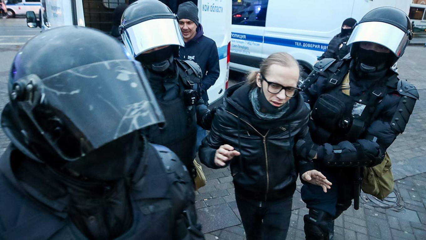 Russian Journalists Detained After Covering Pro-Navalny Rallies – The Moscow Times
