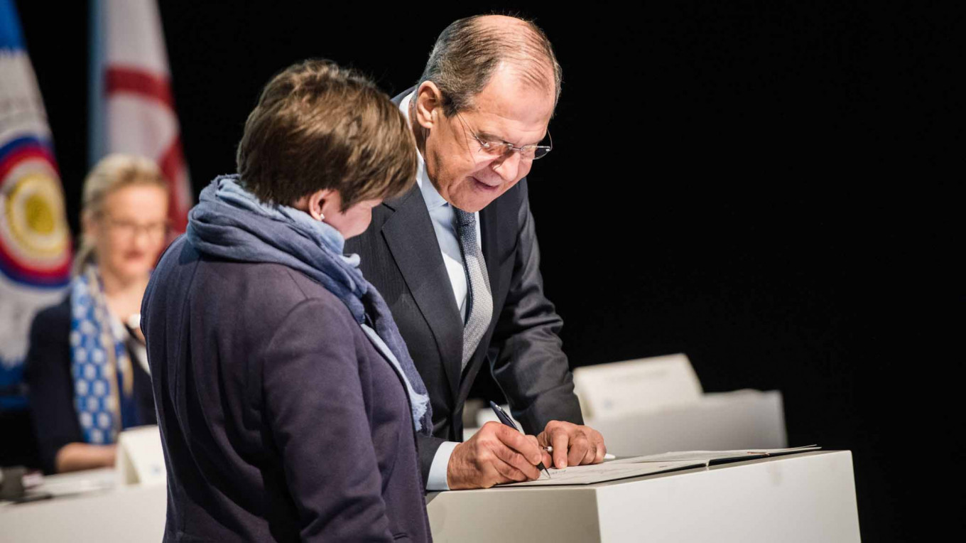 Sergey Lavrov signing the Rovaniemi Joint Ministerial Statement at the 11th Arctic Council Ministerial Meeting in Rovaniemi.				 				Jouni Porsanger / Ministry for Foreign Affairs of Finland