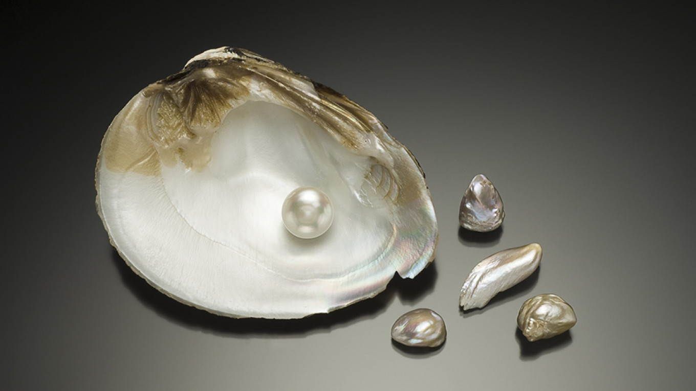 Some pearls from North America from the Qatar Museums collection / Courtesy of Qatar Museums