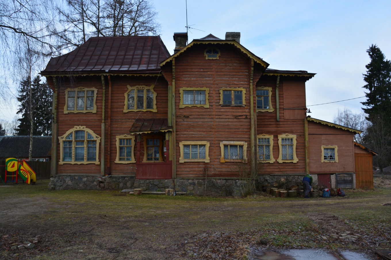The house in Pribytkovo is a masterpiece of wooden style moderne. Tom Sawyer Fest
