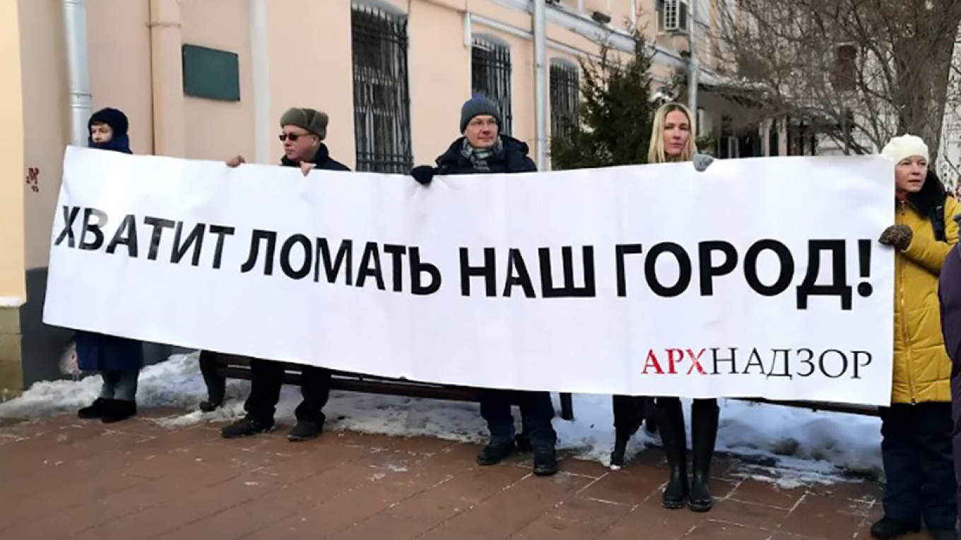 """""""Stop tearing down our city!"""" Arkhnadzor"""