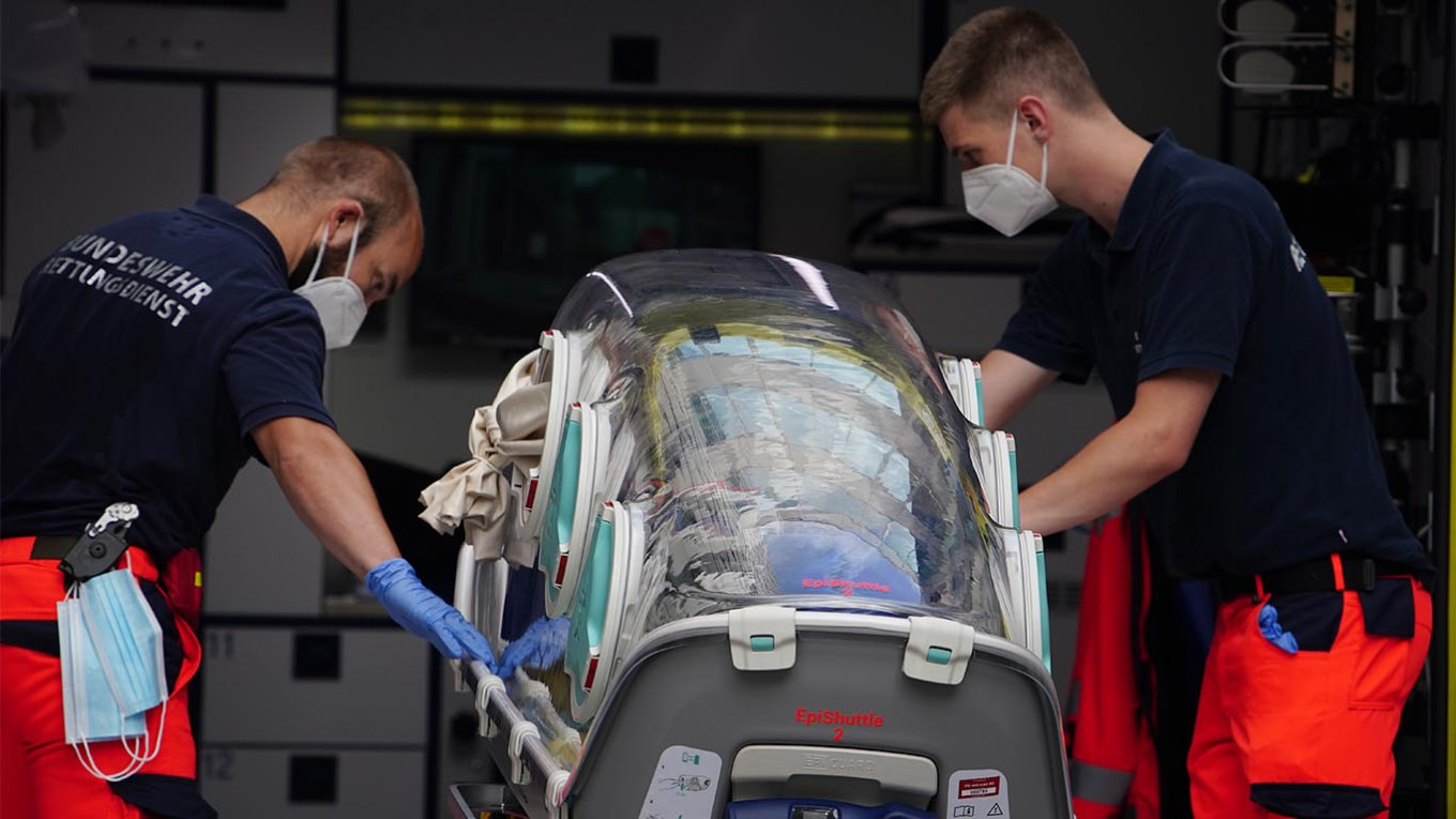 Navalny Still in Coma, Poisoning Symptoms Receding – Spokeswoman - The Moscow Times