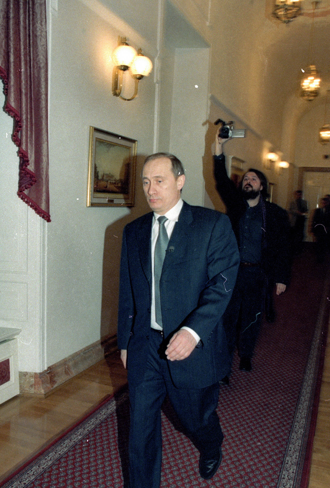 Mansky filming Vladmir Putin in 2000 Yuri Feklistov