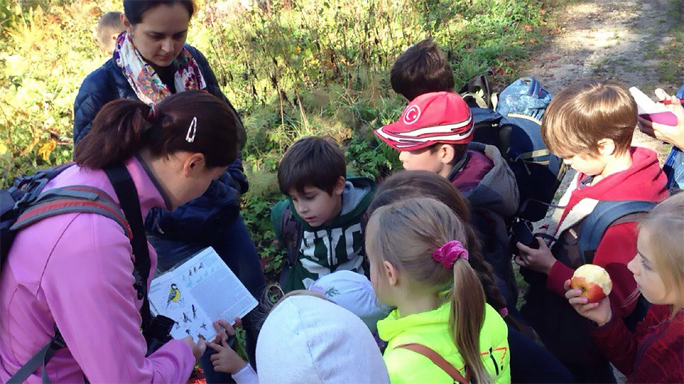 The birdwatching club organizes events for school children				 				V. Samotskaya