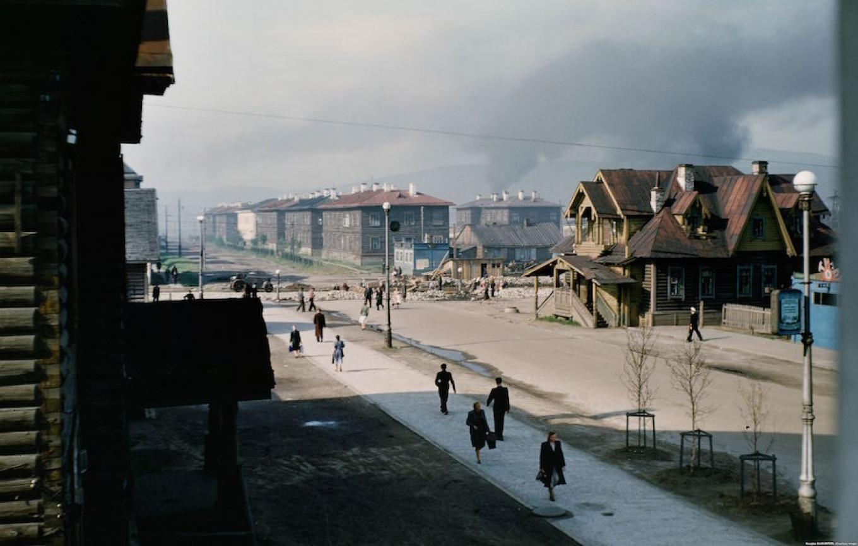 Looking southwest down Leningradskaya Ulitsa from site of today's Azimut Hotel in Murmansk. From the Manhoff Archives. Major Martin Manhoff/ RFE/RL