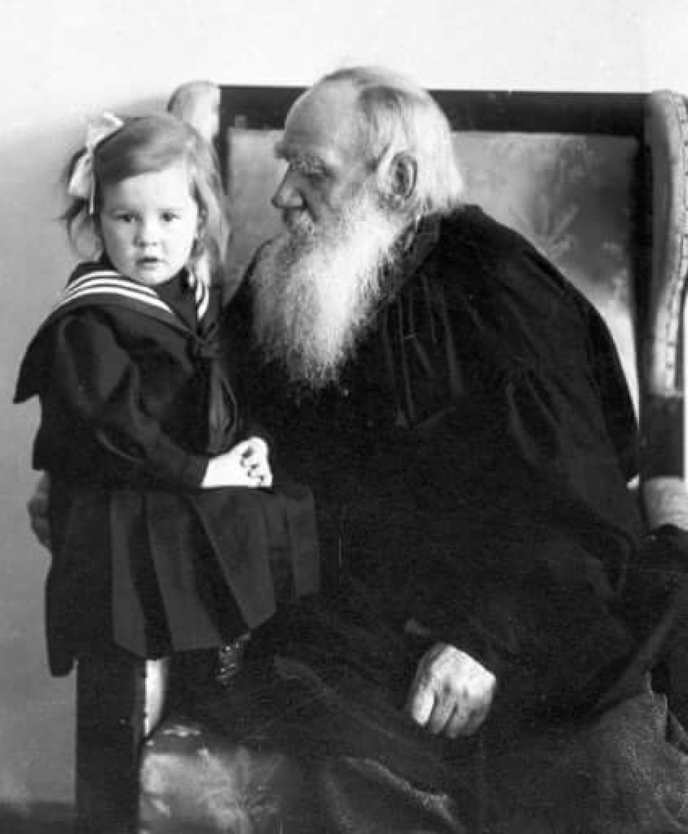 Lev Tolstoy with his granddaughter, Tatyana Sukhotina  Provided by Tolstoy Museum