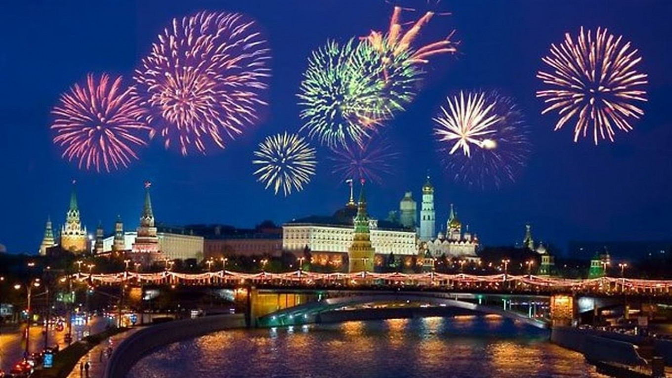 The skies of Moscow will be ablaze with color at 9 p.m. on Saturday.				 				Youtube