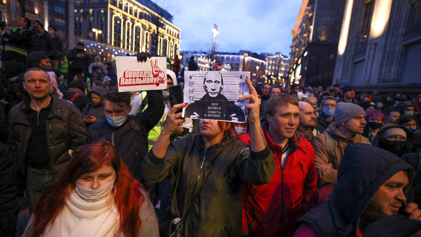 In Photos: Navalny's Supporters Take to the Streets – The Moscow Times