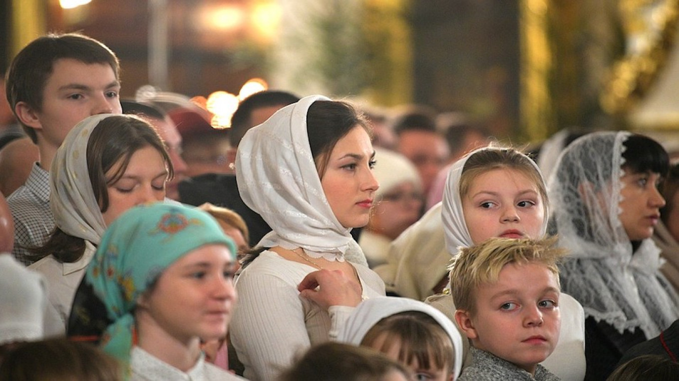 Worshippers at the Transfiguration Cathedral. 				 				Kremlin.ru