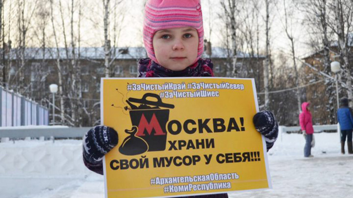 "A child protesting in Arkhangelsk carries a sign that reads: ""Moscow! Keep your garbage!""				 				Vkontakte / komirespublika"