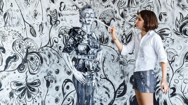 Melukis orang dan kanvas.