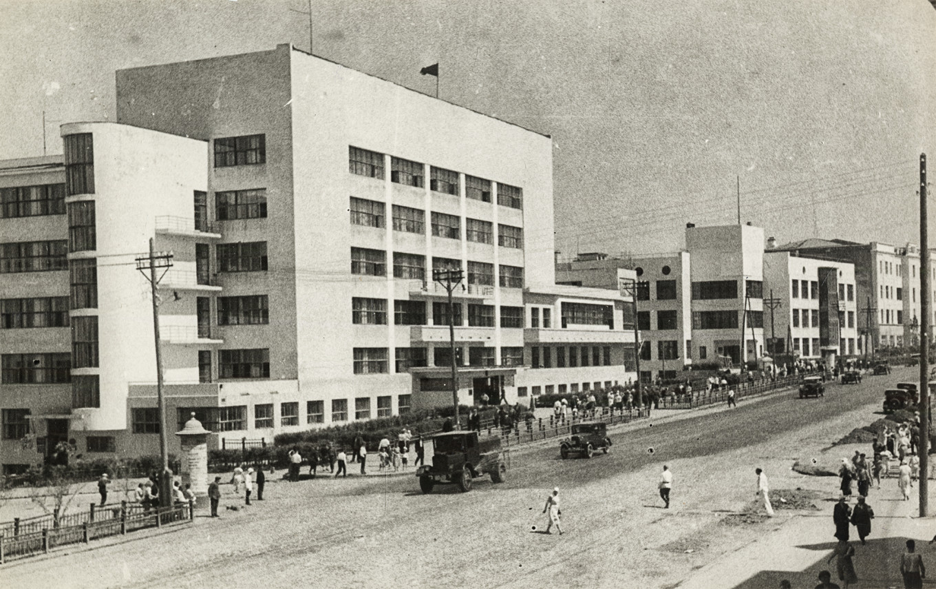 Main street in Kharbarovsk, 1937: House of Soviets by I. Golosov and B. Ulinich  (foreground) and a bank by V. Vladimirov (background). Photo by B. Fishman, courtesy of MUAR.