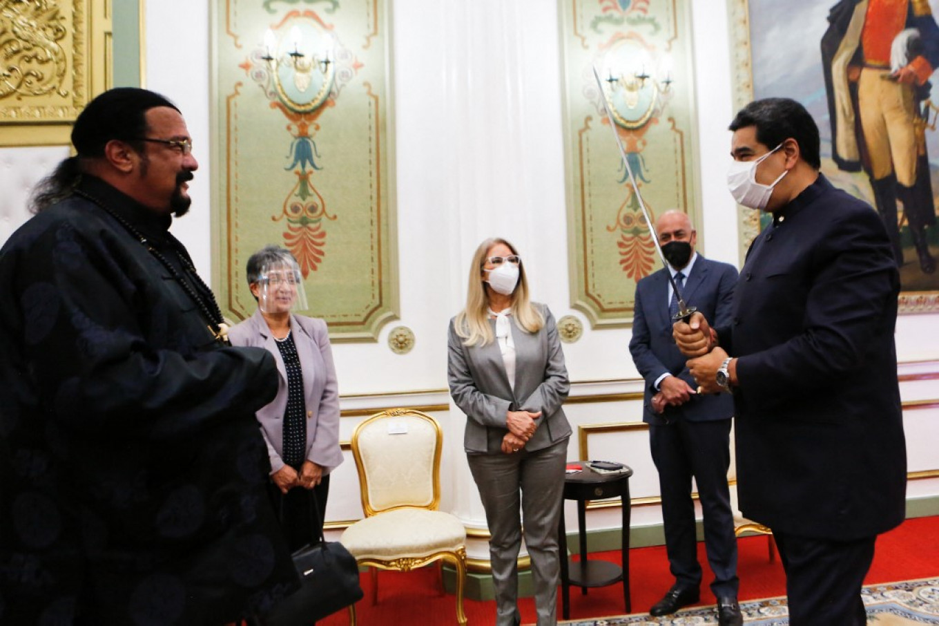 Russian Special Envoy Steven Seagal Gifts Sword to Venezuela's Maduro – The Moscow Times