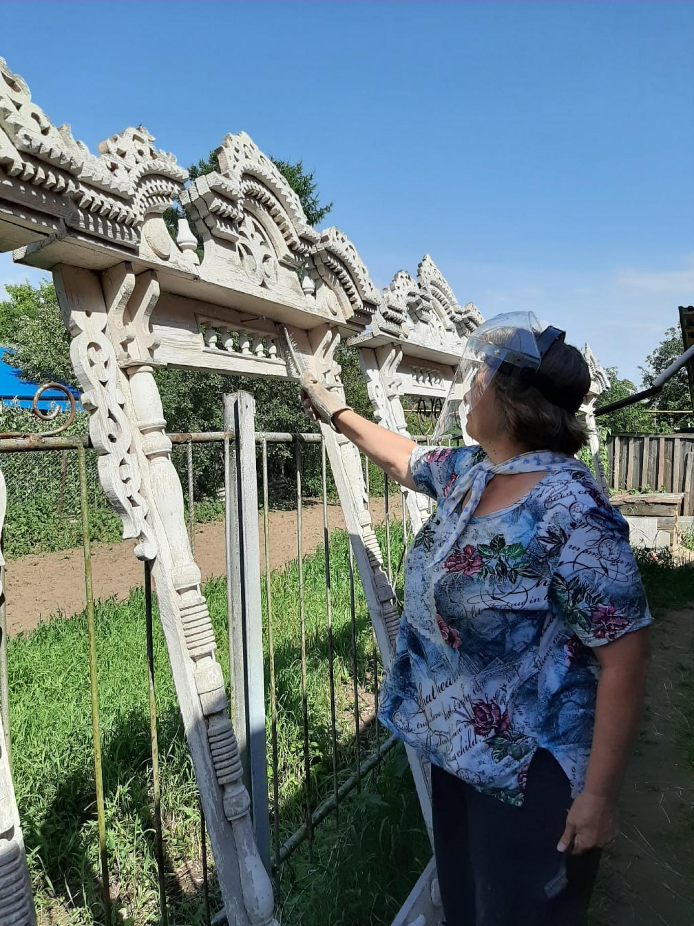 Work in Kholui differs from city restorations. Tom Sawyer Fest