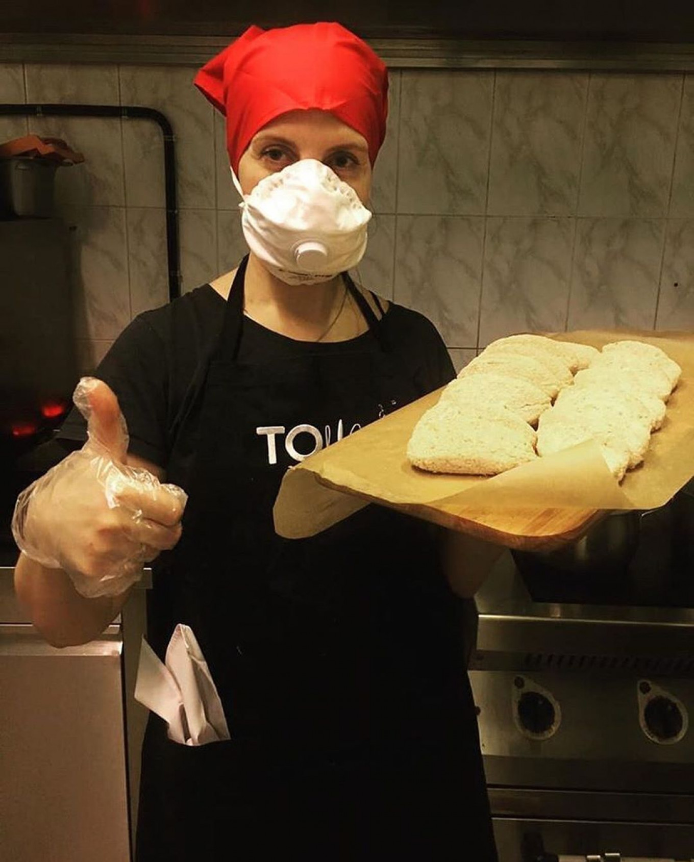 #Covidarnost provides a variety of services, including baking pies for shut-ins. Covidarnost Moscow