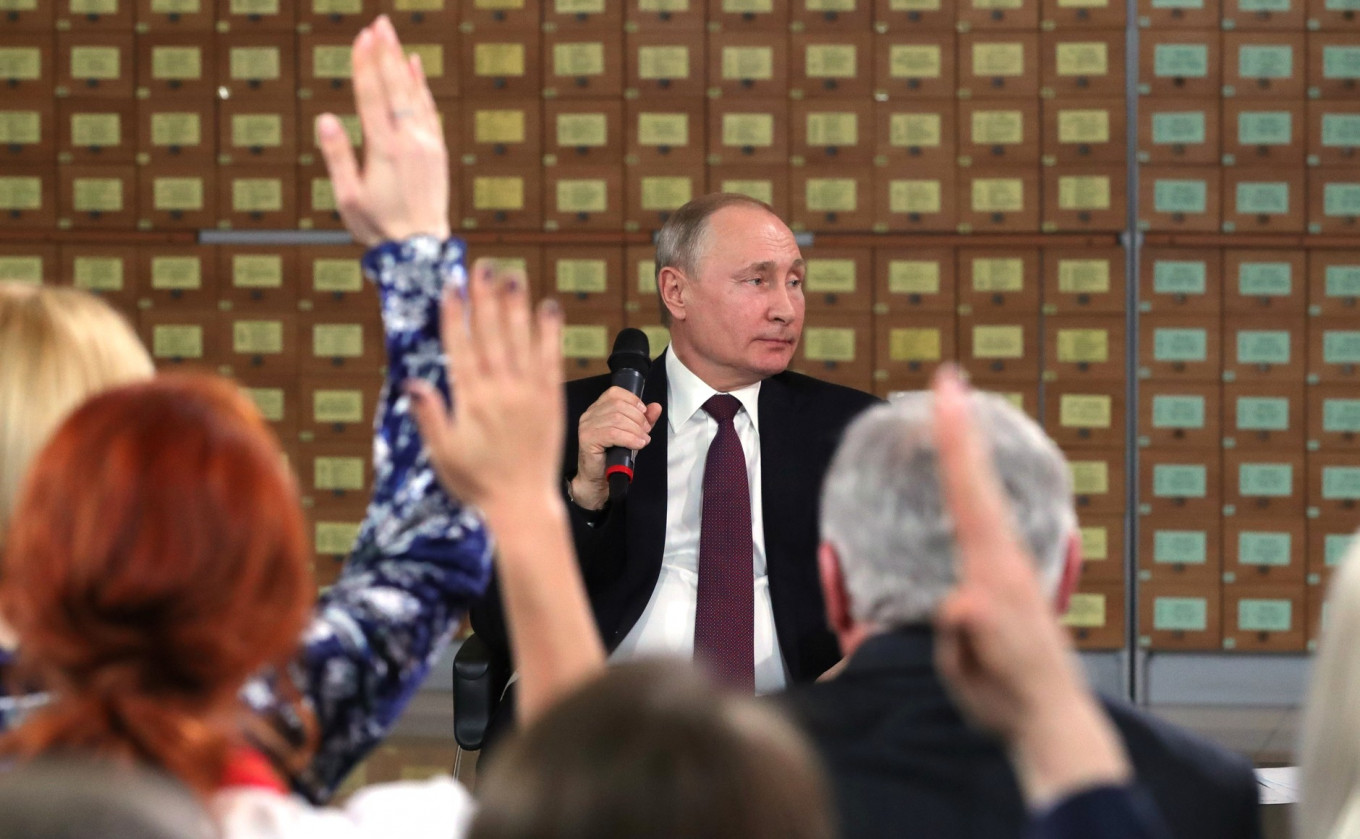 Putin's Trust Rating Hits Historic Low — State Poll