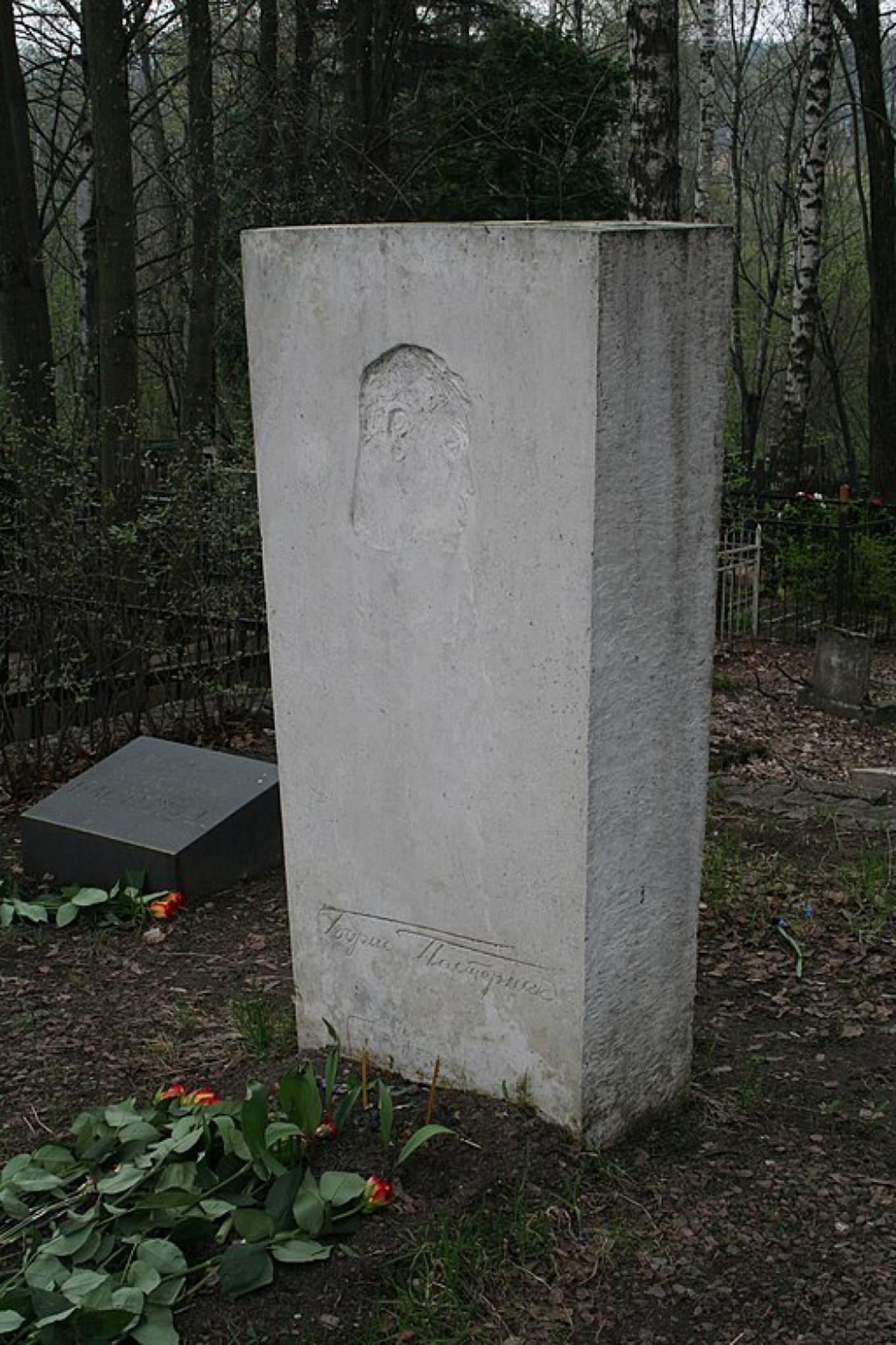 Bas relief of Boris Pasternak on his gravestone,  Wikicommons