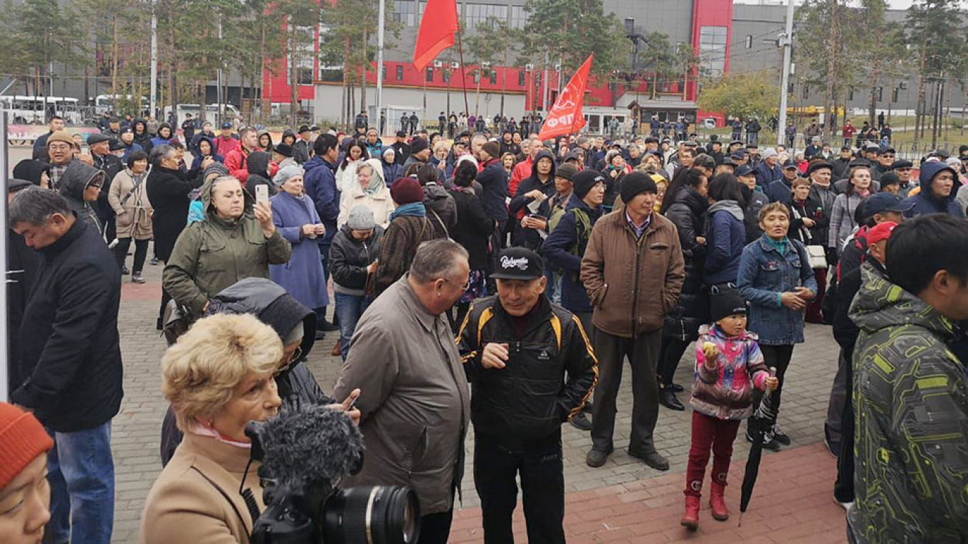 Hundreds Protest Police Brutality in Far East Russia After Shaman's Detention