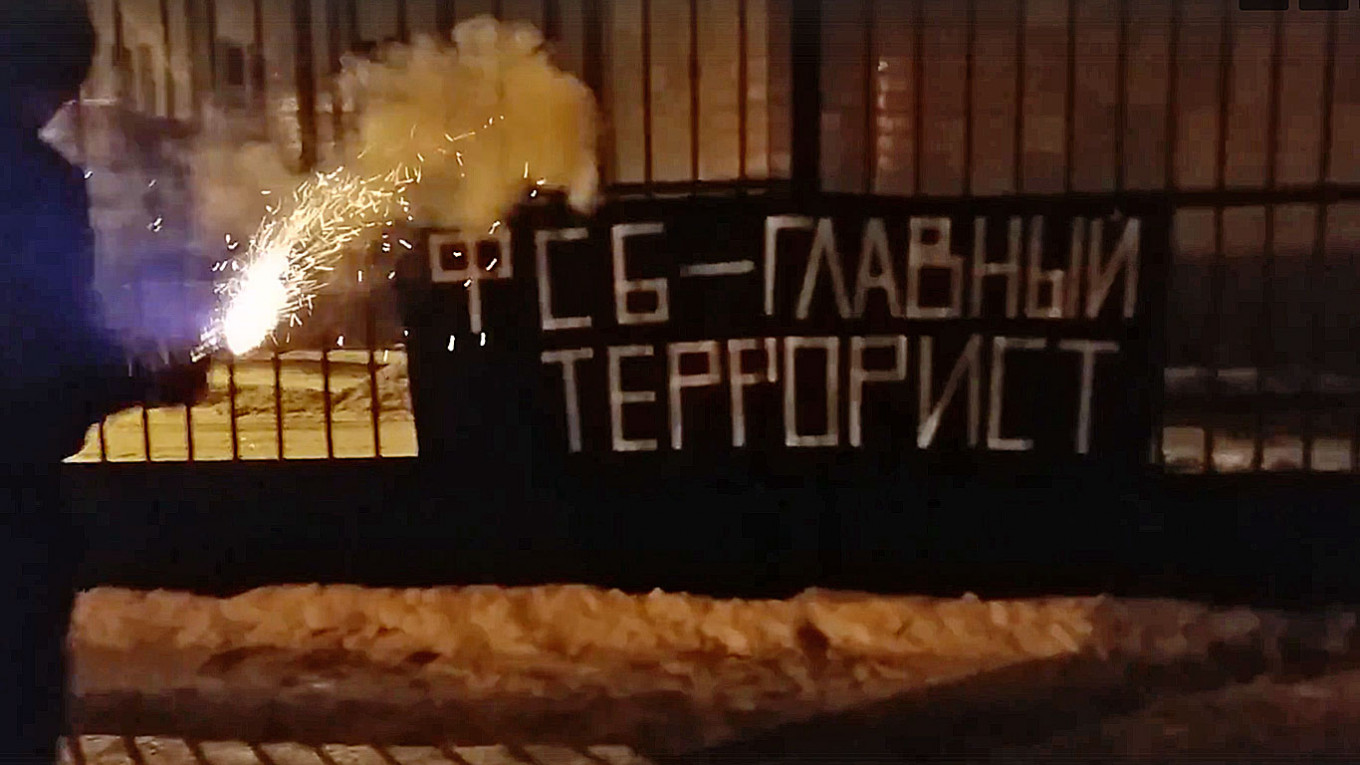 , Russian Couple Imprisoned Over FSB 'Terrorist' Protest, The World Live Breaking News Coverage & Updates IN ENGLISH