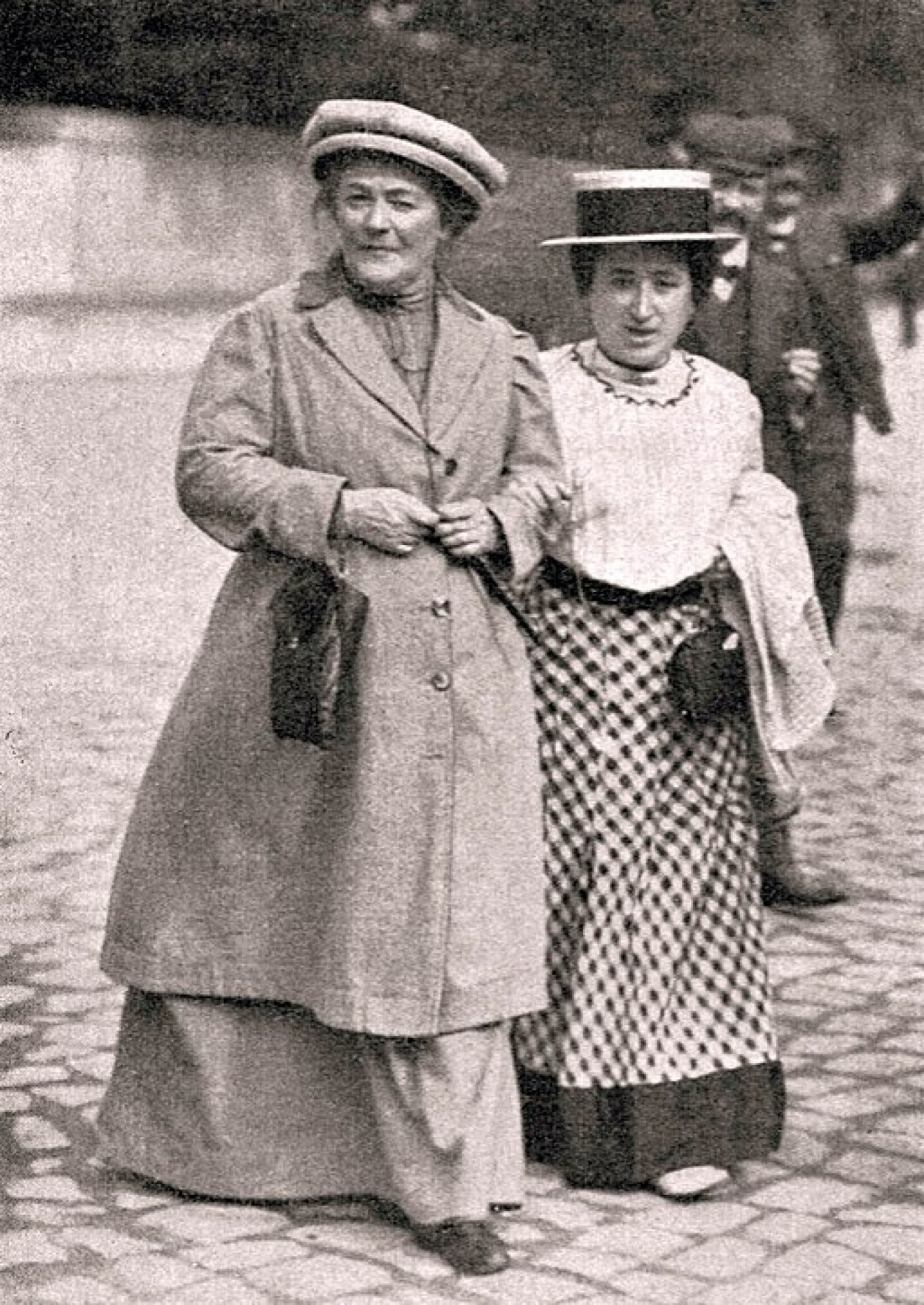 Revolutionaries Clara Zetkin and Rosa Luxemburg in January 1910. Wikicommons