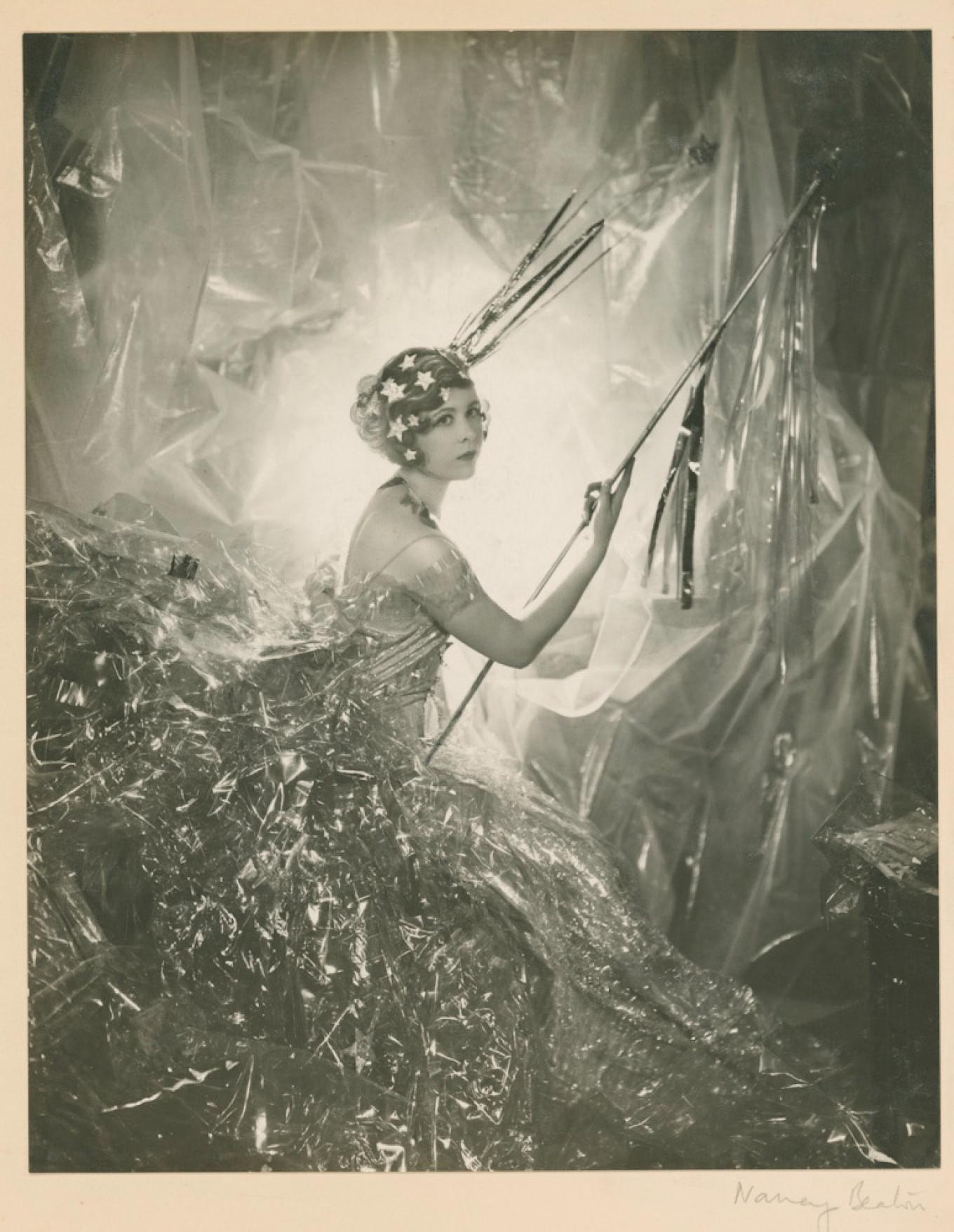 Nancy Beaton as a falling star, 1929 © Condé Nast