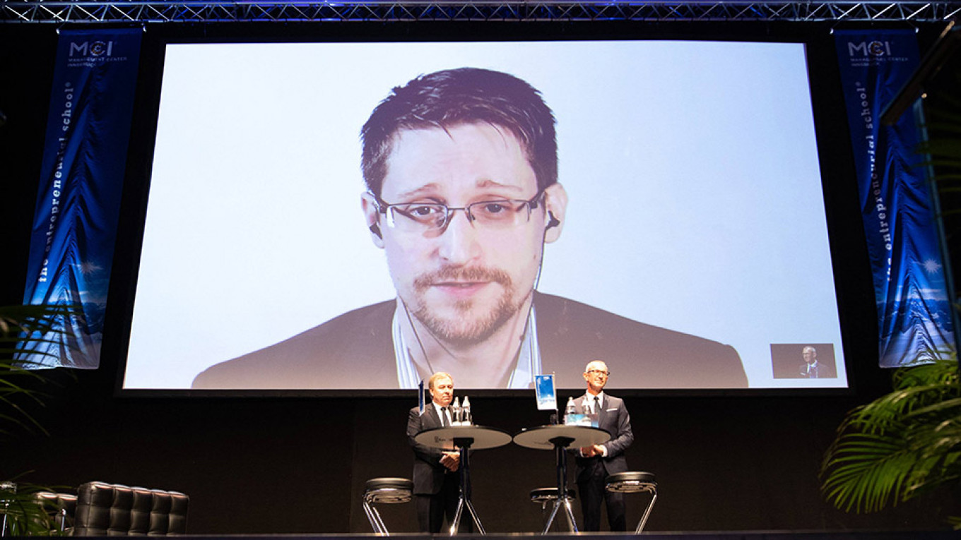 Edward Snowden, Currently in Russia, Says He'd 'Love to Be Granted Asylum in France'