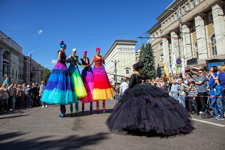 Stilt walkers at the parade Daria Lukonkina
