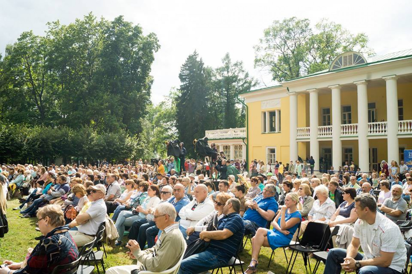 Jazz Seasons kicks off Moscow's summer festivals of jazz in the open air. jazzseasons