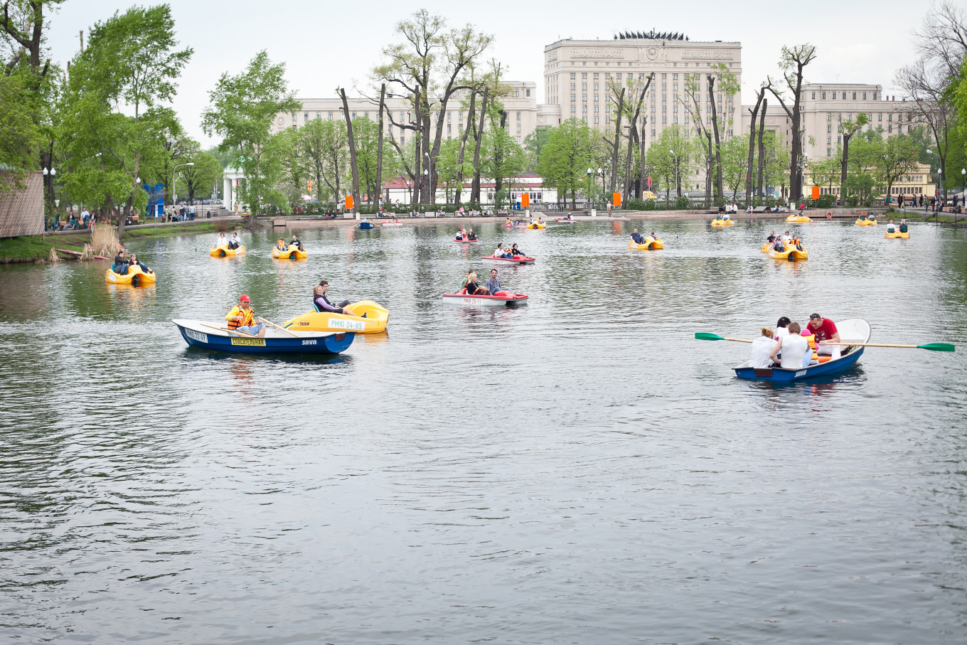 A boat ride is delightful even without theatrical advice. Courtesy Gorky Park