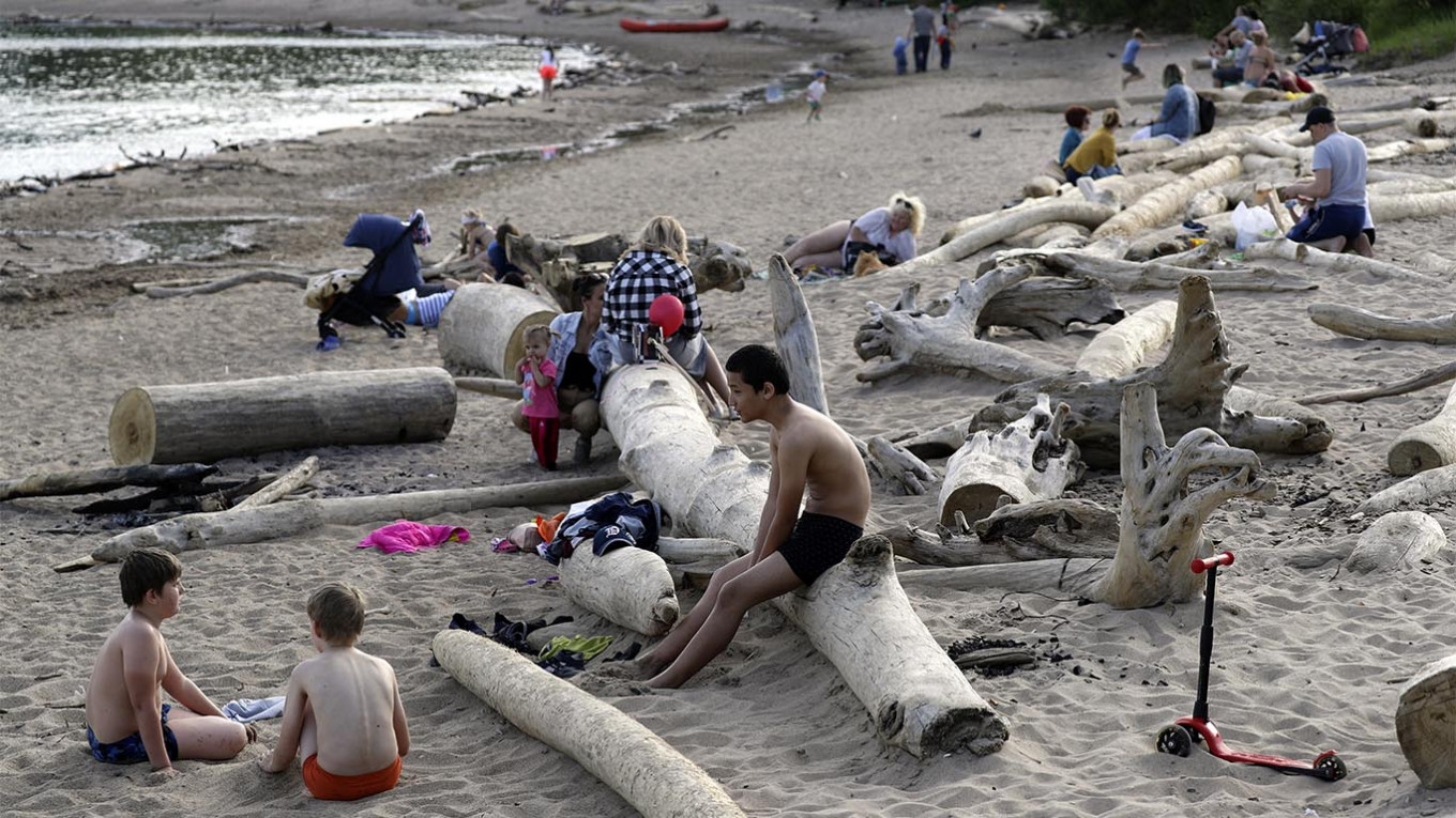 Siberia in Midst of Freak Heat Wave - The Moscow Times
