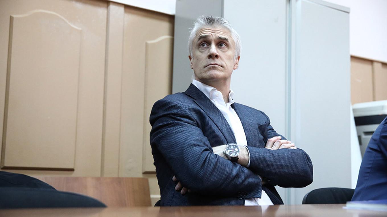 Moscow Court Freezes Calvey's Assets – FT