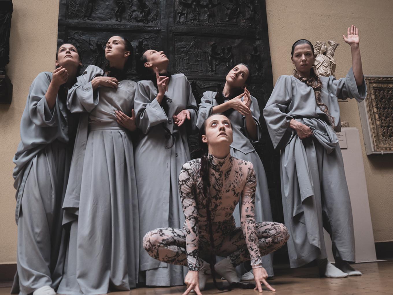 Dancers in the Middle Ages hall, choreographed by Liliya Burdinskaya. Pyotr Silvestrov