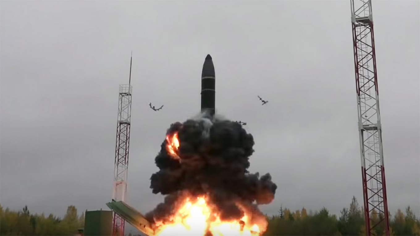 Russia Test Launches New Intercontinental Ballistic Missile – Video